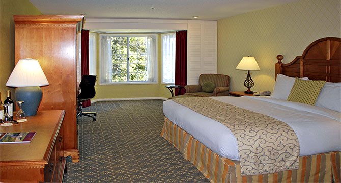 Hilton Sonoma Wine Country - King Bed Guestroom
