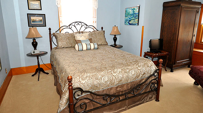 Avenue Hotel Bed and Breakfast - Manitou Room