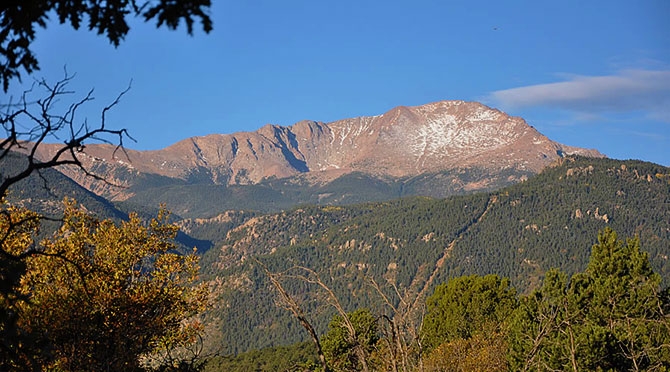 Avenue Hotel Bed and Breakfast - Mountian views at the foot of Pikes Peak