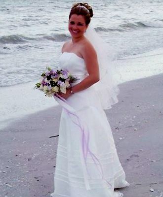 Florida Weddings Online - Bride with bouquet on the beach