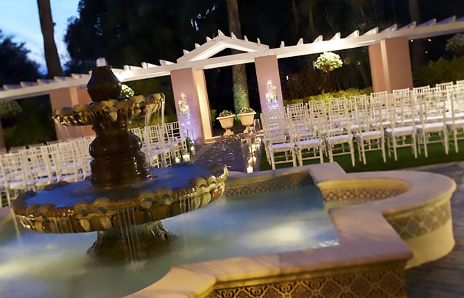 The Vinoy Renaissance St. Petersburg Resort & Golf Club wedding ceremony exterior fountain
