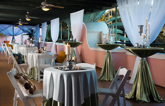 The Vinoy Renaissance St. Petersburg Resort & Golf Club wedding reception tables patio