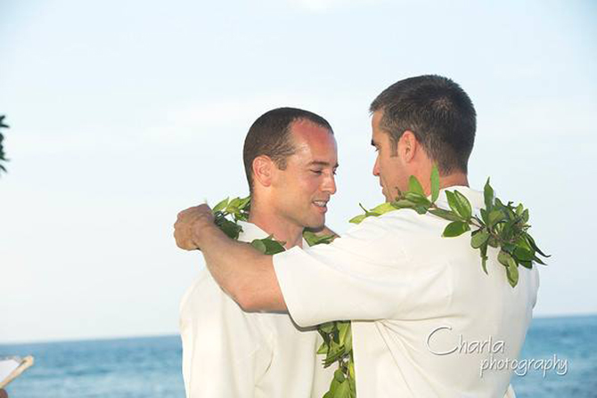Purple orchid Wedding - Gay couple preparing for wedding ceremony on the beach