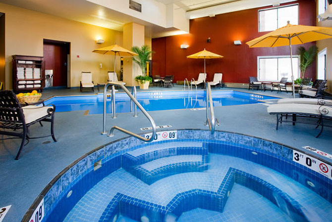 Doubletree O'Hare Indoor Pool and Hot Tub