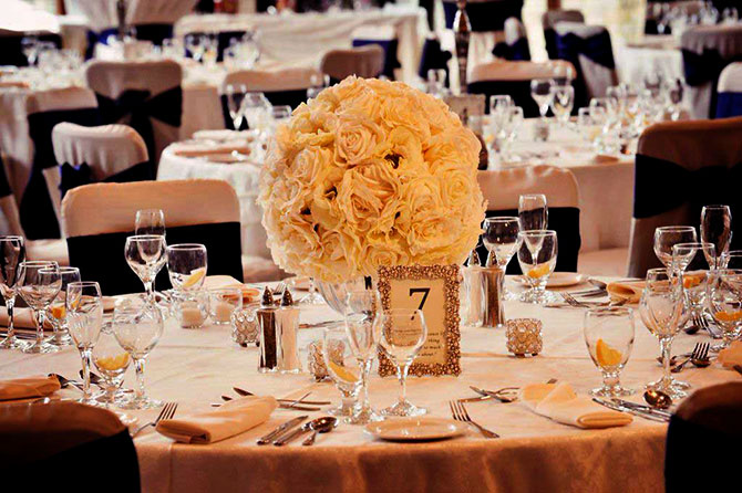 White Rose Table Centerpiece with tables numbers - Eagle Ridge Resort & Spa -