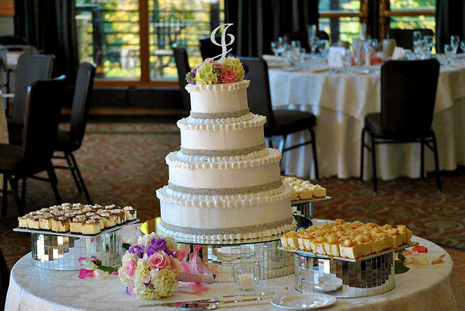Butter cream wedding cake with bling - Eagle Ridge Resort & Spa -