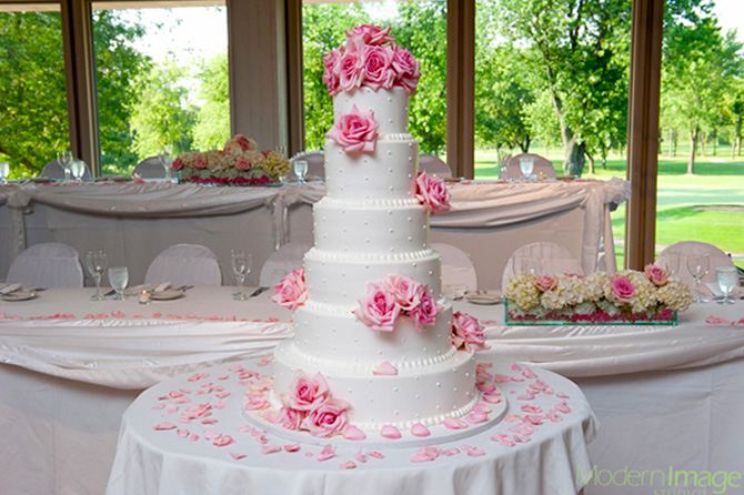 Highland Park Country Club - Multi-tiered White Wedding Cake and pink roses