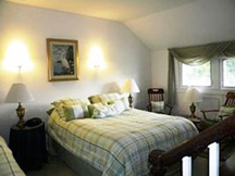Black Walnut Point Inn - King size guest room