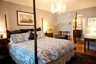 Hambleton Inn - the Somerset  Suite offers a romantic four poster king size bed