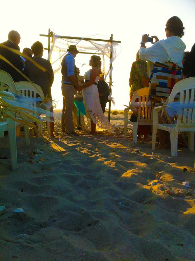 Crystal Mary Us - Wedding ceremony at sunset on the beach