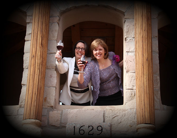 Ricci Photography New Mexico - Lesbian couple in a toast