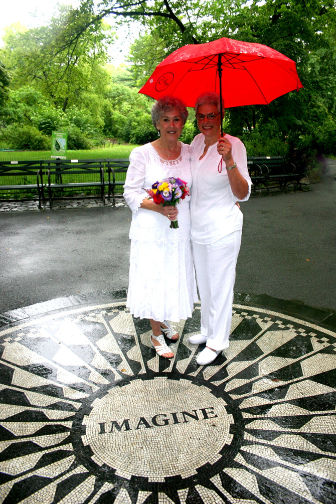 Alice Soloway Weddings - brides under umbrella