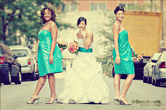 EM - Event Management - Bride with bridesmaids in city street