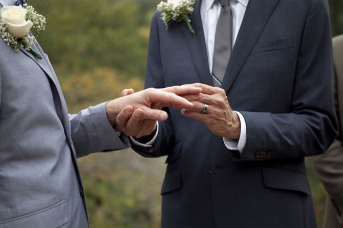 Matthew Knip Photography - Gay couple exchanging rings