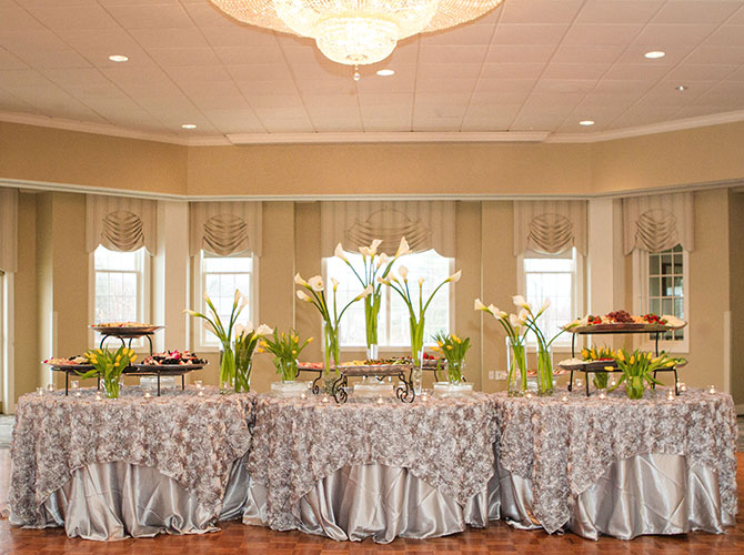 Springfield Country Club - Elegantly dressed buffet table