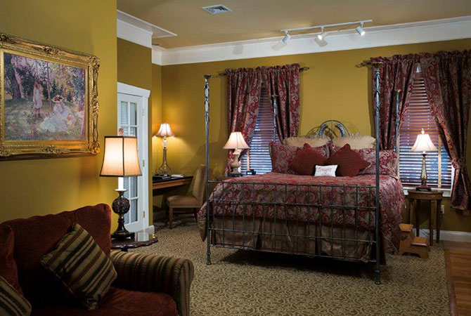 The Inn At Leola Village guest room