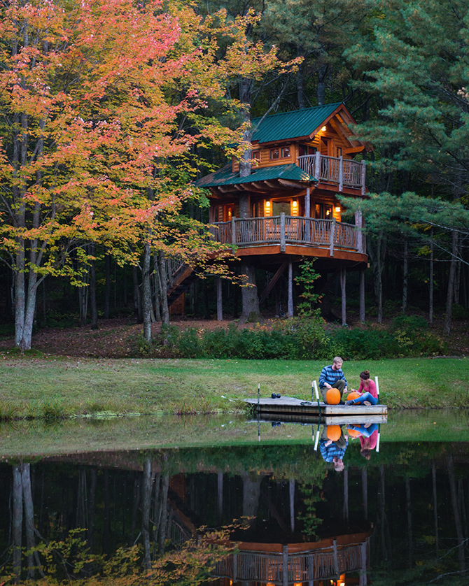 Central Vermont Moose Meadow Lodge - Lake with dock