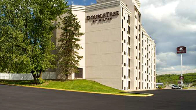 DoubleTree by Hilton Pittsburgh Meadow Lands -